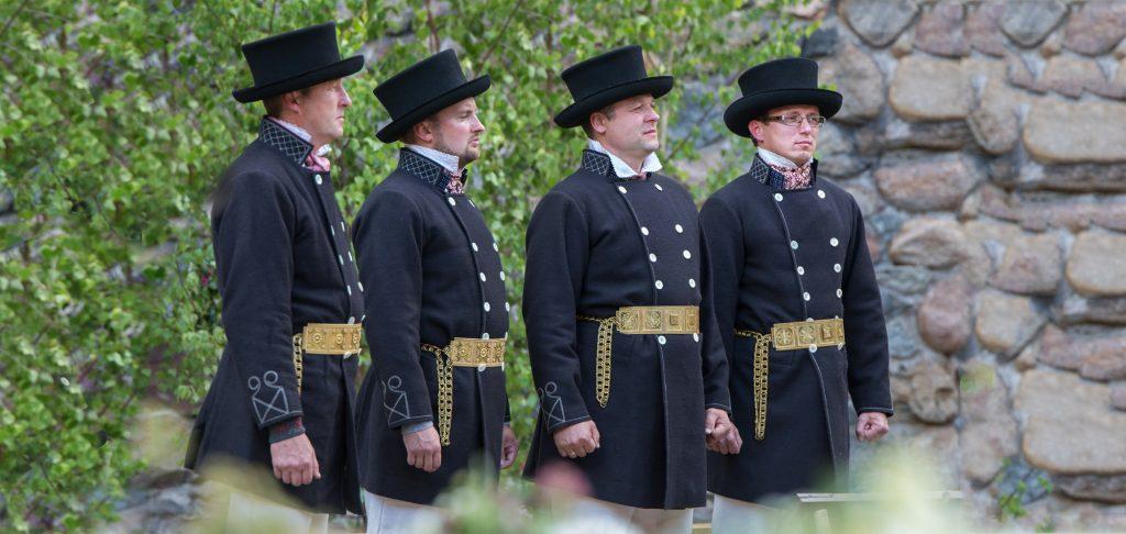 Vīriešu tautas tērps